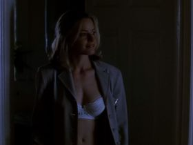Elisabeth Shue sexy - The Saint (1997)