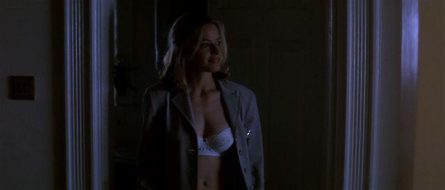 Nude video celebs » Elisabeth Shue sexy - The Saint (1997)
