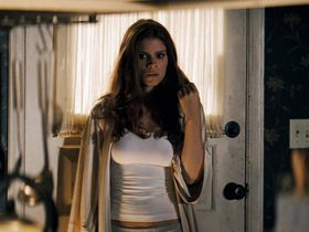 Kate Mara sexy - Shooter (2007)