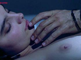 Laura Morante nude, Teresa Villaverde nude - A Flor do Mar (1986)