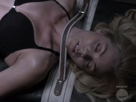 Laura Vandervoort sexy - Bitten s02e04 (2015)