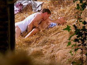 Marie Matheron nude - Le grand chemin (1987)