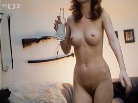 Michaela Srbova nude, Veronika Jenikova nude - Bony a klid (1987)