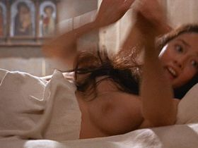 Olivia Hussey nude - Romeo and Juliet (1968)