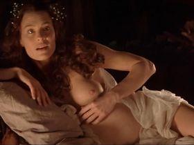 Robin Wright nude - Moll Flanders (1996)