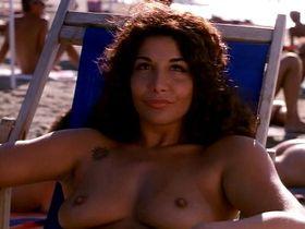 Valerie Dario nude - Viola bacia tutti (1998)
