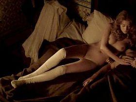 Victoria Guerra nude - Linhas de Wellington (2012)