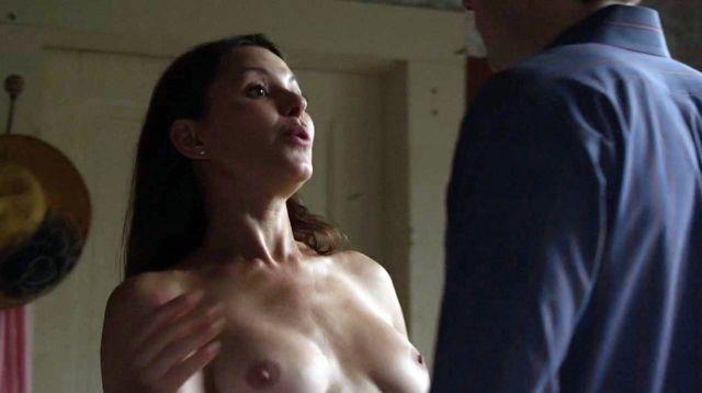 Kari wuhrer boobs