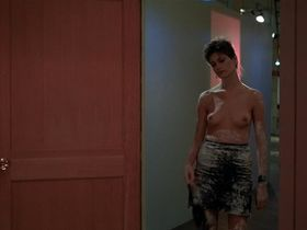 Linda Fiorentino nude, Rosanna Arquette sexy - After Hours (1985)