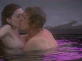 Lara Flynn Boyle nude - Afterglow (1997)