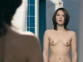 Erika Sainte nude - Elle ne pleure pas elle chante (2011)