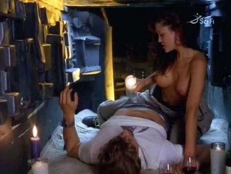 actress in alien nude