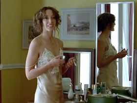 Jennifer Beals sexy - Joueuse (2009)