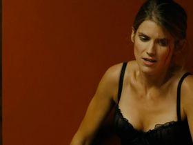 Alice Taglioni sexy - La proie (2011)