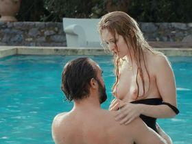 Christa Theret nude - Le bruit des Glacons (2010)
