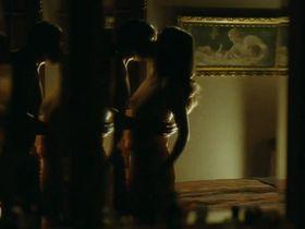 Julie Bernard nude - Rien a declarer (2010)