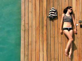 Kaya Scodelario sexy - Skins s03 (2009)