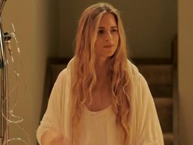 Brit Marling sexy - Sound of My Voice (2011)