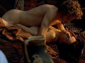 Juliette Binoche nude - The Children of the Century (1999)