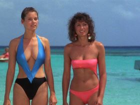 Carey Lowell sexy, Twiggy sexy - Club Paradise (1986)