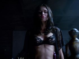 Karolina Wydra sexy - True Blood s07e06 (2014)
