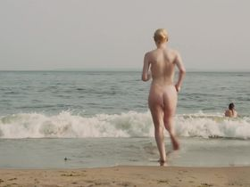 Elizabeth Olsen sexy, Dakota Fanning nude - Very Good Girls (2013)
