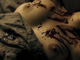 Helena Noguerra nude - La boite noire (2005)