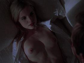 Mena Suvari nude - American Beauty (1999)