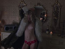 Kate Hudson nude, Anna Paquin sexy - Almost Famous (2000)
