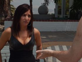 Pamela Adlon sexy - Californication s07e07 (2014)