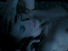 Vera Farmiga nude, Natali Press nude - In Tranzit (2006)