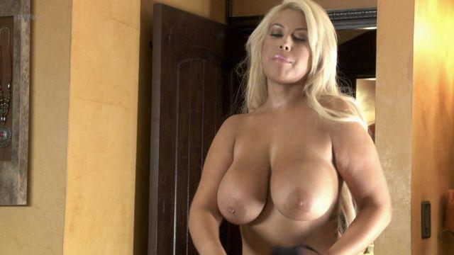 Nude pics in car-5785
