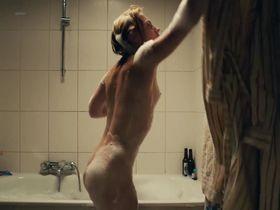 Elisa Schlott nude, Tabita Johannes nude - La Cigale et la Fourmi (2016)