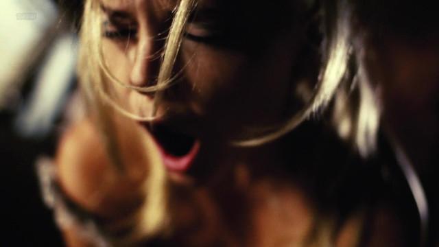 Melanie Lynskey nude, Anne Dudek nude - Park (2006)