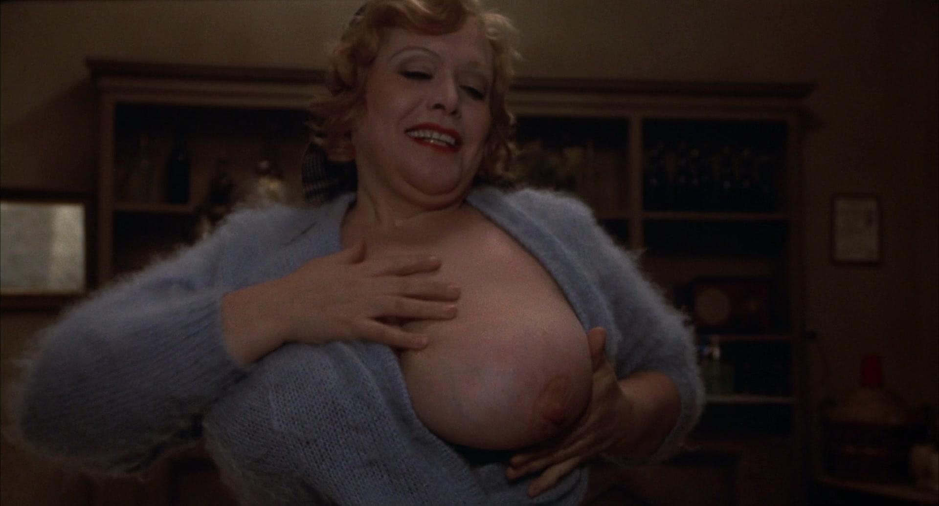 Maria Antonietta Beluzzi nude - Amarcord (1973)