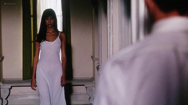 Lisa Barbuscia nude - Serpent's Lair (1995)