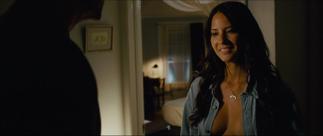 Olivia Munn sexy - The Babymakers (2012)