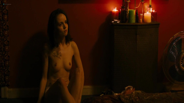 Jennifer Ehle nude, Reyna de Courcy nude, Heather Graham sexy - Wetlands (2017)