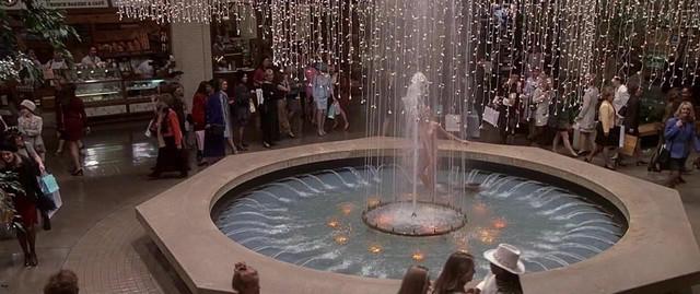 Farrah Fawcett nude - Dr. T and the Women (2000)