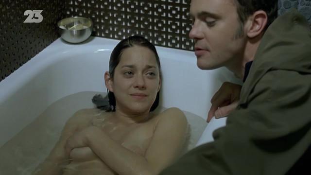 Marion Cotillard sexy - Toi et moi (2006)