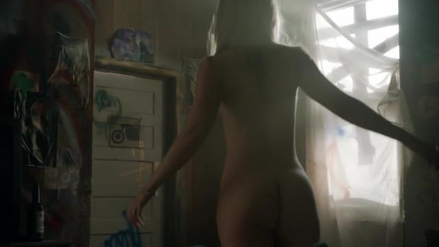 Yana Gold nude - Bitten s01e01 (2014)