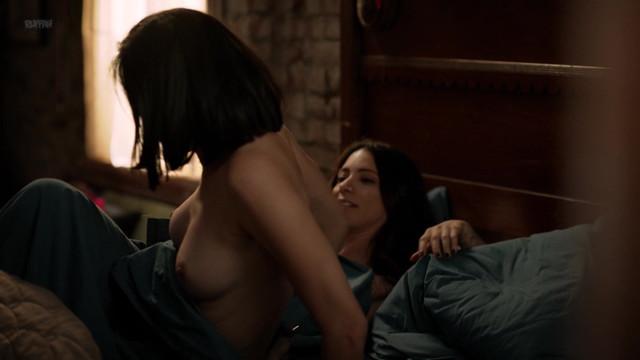 Maria-Elena Laas nude, Mishel Prada nude, Melissa Barrera nude - Vida s01e06 (2018)