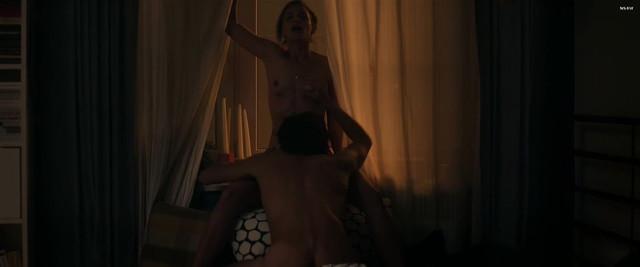 Jytte-Merle Böhrnsen nude, Luise Heyer sexy - Einmal bitte Alles (2017)