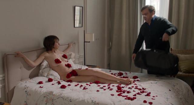 Valerie Bonneton nude, Isabelle Carre nude - Garde alternee (2017)