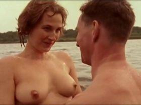 Veerle Dobbelaere nude - Madelief-Krassen In Het Tafelblad (1998)