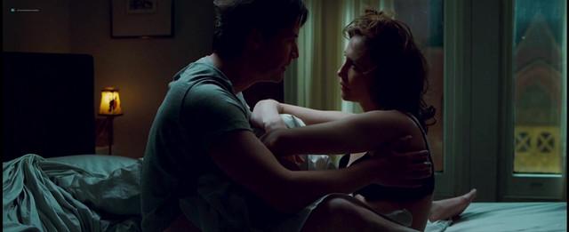 Vera Farmiga sexy - Henry's Crime (2010)