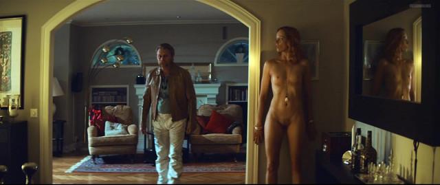 Veslemoy Morkrid nude - Jakten Pе Berlusconi (2014)