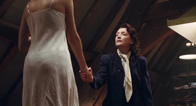 Vicky Krieps sexy - Phantom Thread (2017)