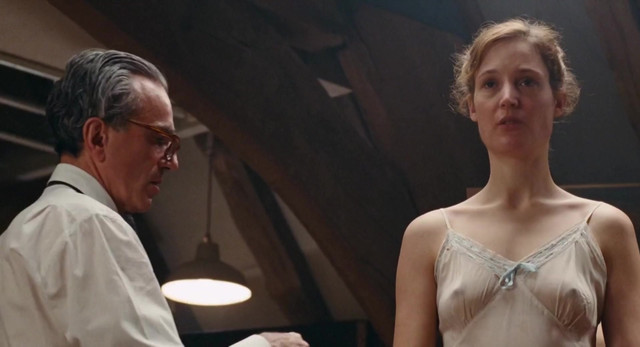 Vicky Krieps sexy - Phantom Thread (2017)