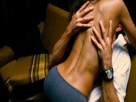 Zoe Saldana sexy - The Losers (2010)